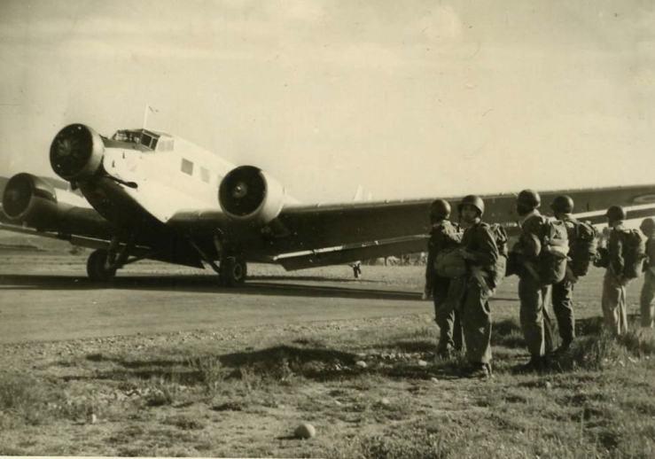 05-ju-52-mit-parachutistes
