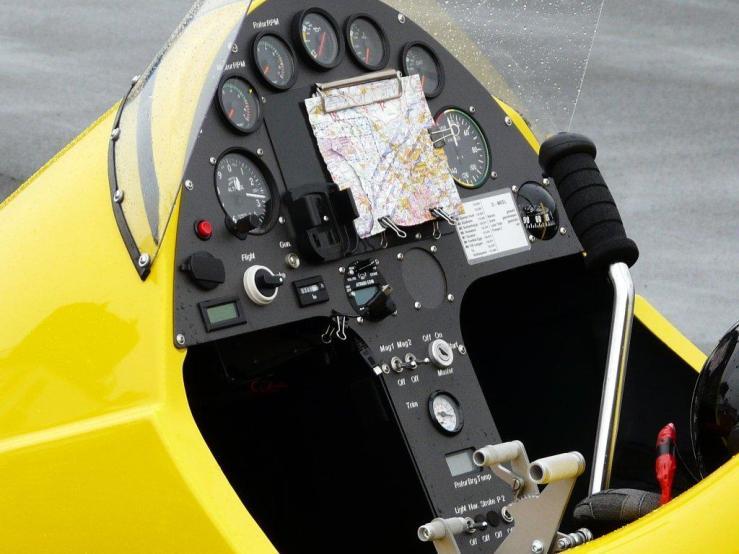 33-gyrocopter-cockpit