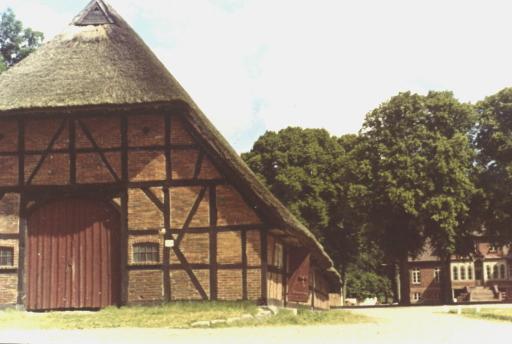 Friedrichsthal bei Oldenburg in Holstein. Im Hintergrund das Gutshaus.