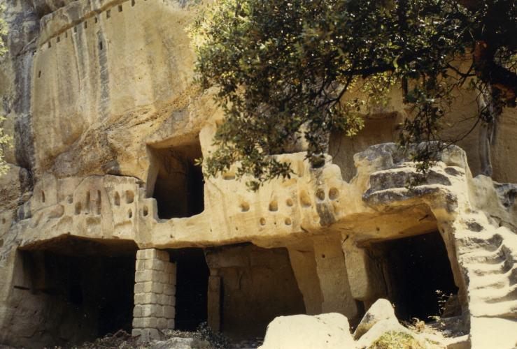 Höhlendorf von Calès bei Lamanon/Eyguières, Provence / Südfrankreich (Steinzeit)