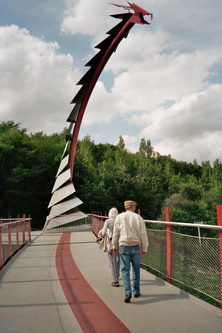 Drachenbrücke zur Halde Hoheward in Recklinghausen-Hochlarmark (NRW)