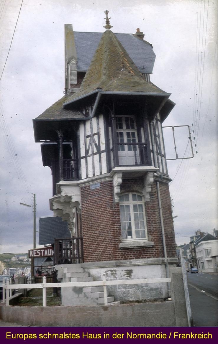 Schmales Haus in der Normandie