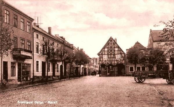 Friedland/Ostpreußen, heute Pravdinsk, Marktplatz Nr. 15, wo wir gewohnt haben,Napoleonhaus, Laubenhaus