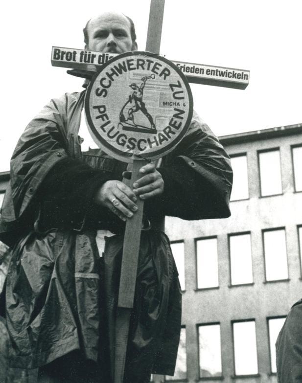Bei der Friedensdemonstration im Bonner Hofgarten am 10. Oktober 1981  (Foto © Dietrich Stahlbaum 1981)