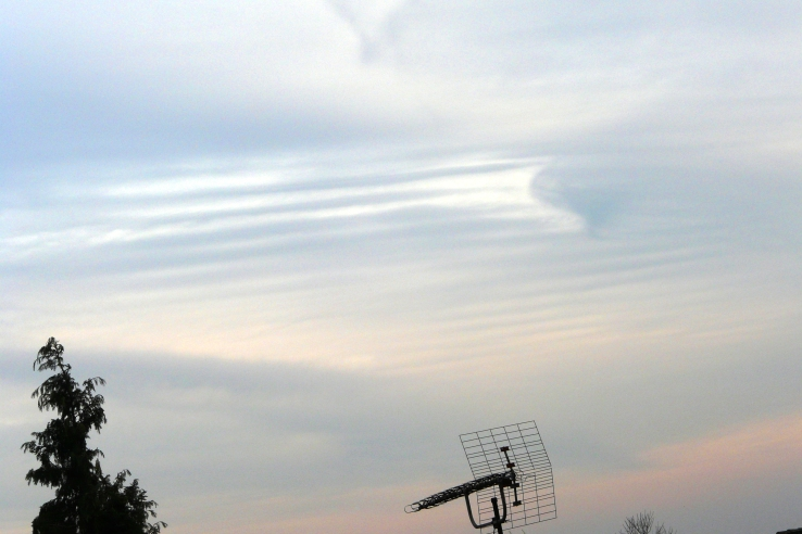 Dies sind keine Chemtrailswolken